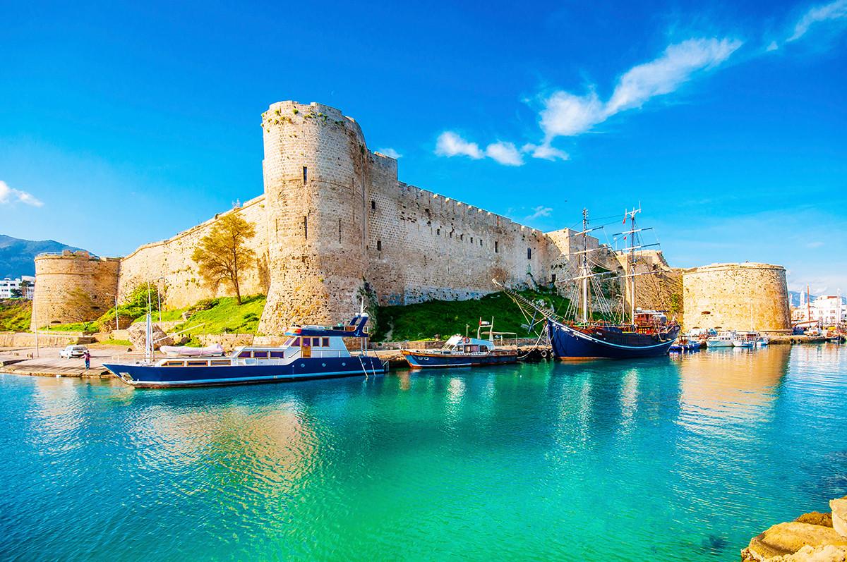 Cipro nord ritroviamo il piacere di un tuffo in acque trasparenti e coccole in albergo a 5 stelle